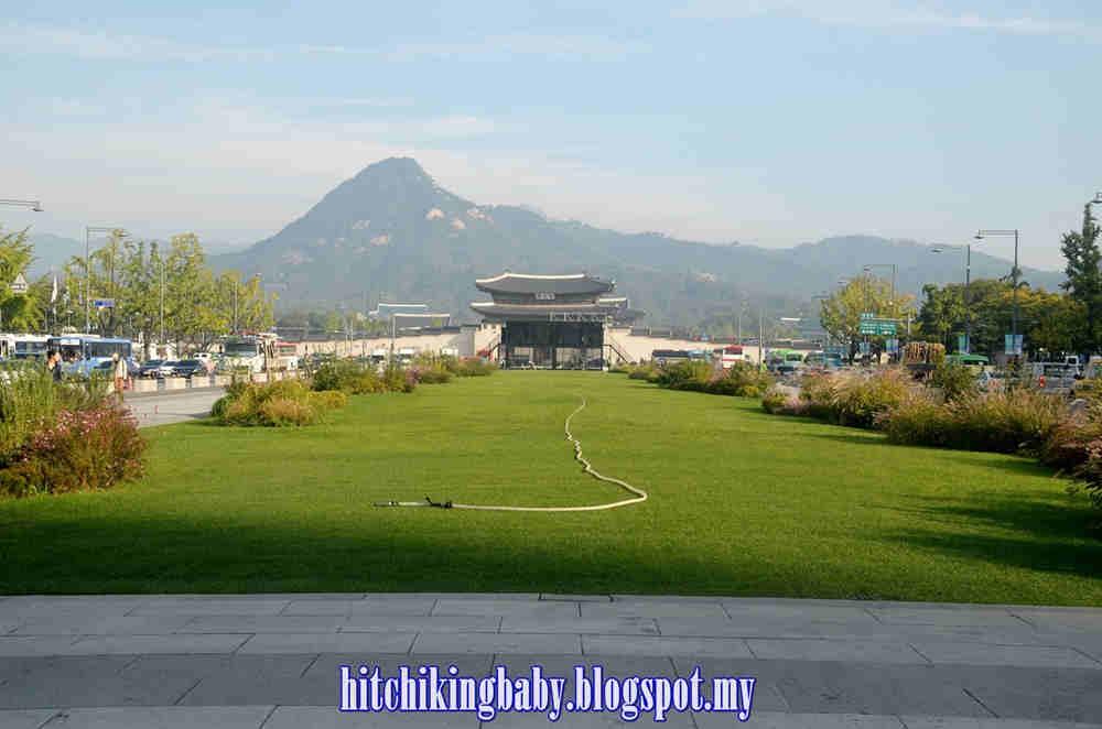 gwanghwamun-square-beautiful-greenery-scene