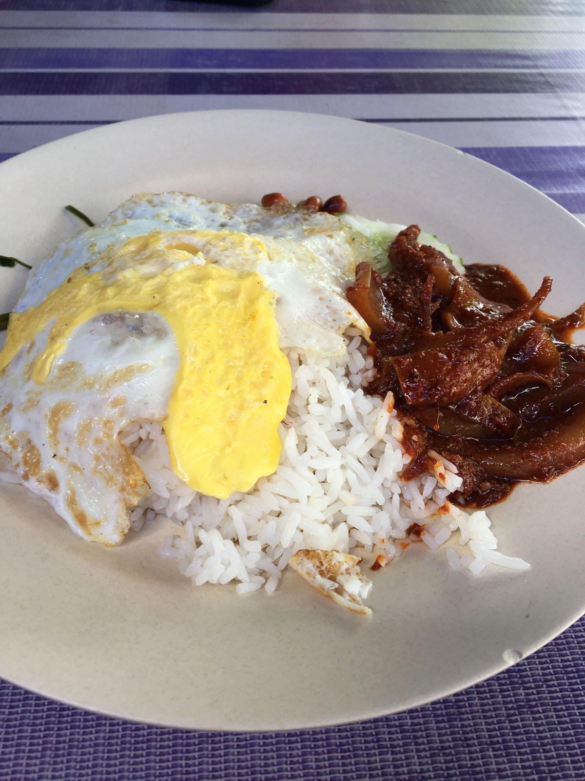 nasi-lemak-sambal-sotong-kayu-arang-melaka