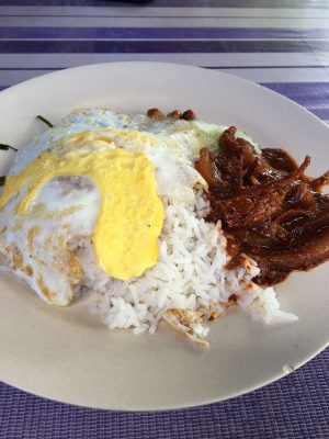 If you are a food lover, come to Melaka and try out these delicious food that it can offers. These are my recommendation of 6 best foods to eat in Melaka.